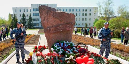 Обелиск в честь 50-летия победы в Великой Отечественной войне 1941-1945 годов